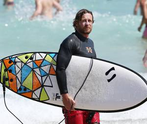 Simon Baker : l'ex-star de Mentalist en pro du surf pour un film au cinéma