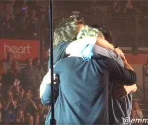 One Direction : câlin et joli discours pour le final de la tournée On The Road à Sheffield en Angleterre, le 31 octobre 2015