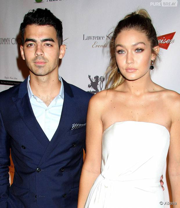 Gigi Hadid et Joe Jonas en couple sur le tapis rouge, le 8 octobre 2015 à New York