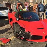 Epic FAIL : il crashe une Ferrari... à la sortie du garage où il l'a achetée !