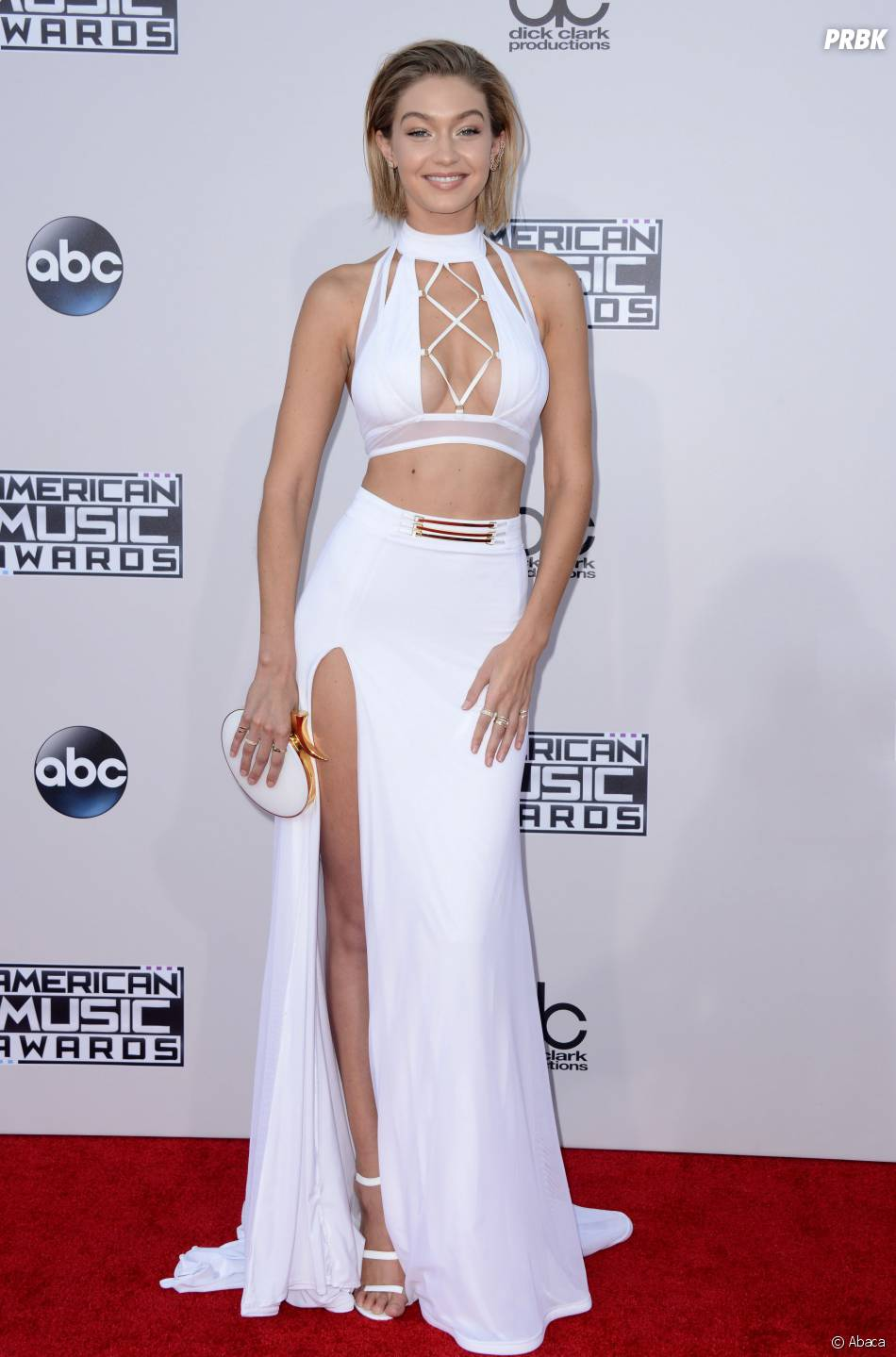 Gigi Hadid très sexy et décolletée sur le tapis rouge des American Video Awards 2015 à Los Angeles, le 22 novembre 2015