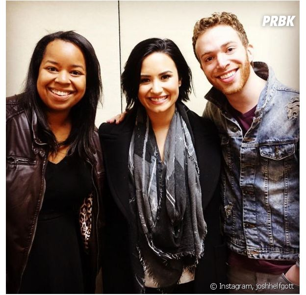 Demi Lovato et des fans au Kiss Fm Fall Ball