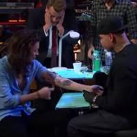 One Direction : Niall Horan en panique, Harry Styles tatoué en direct après un jeu délirant