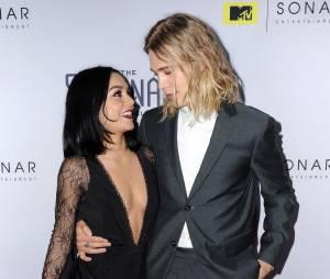 Vanessa Hudgens et Austin Butler amoureux à l'avant-première de The Shannara Chronicles à Los Angeles le 4 décembre 2015
