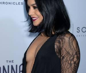 Vanessa Hudgens décolletée à l'avant-première de The Shannara Chronicles à Los Angeles le 4 décembre 2015