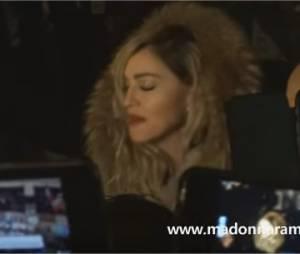 Madonna improvise un concert à place de la République à Paris le mercredi 9 décembre 2015