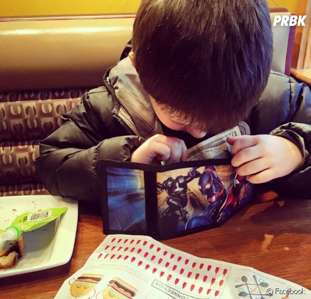 L'histoire de ce petit garçon de 6 ans qui invite sa maman Nikkole Paulun à dîner tous les mois a fait craquer Facebook