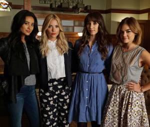 Pretty Little Liars saison 6, épisode 12 : Shay Mitchell, Ashley Benson, Troian Bellisario et Lucy Hale sur une photo