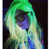 La nouvelle tendance capillaire ? Les cheveux phosphorescents !