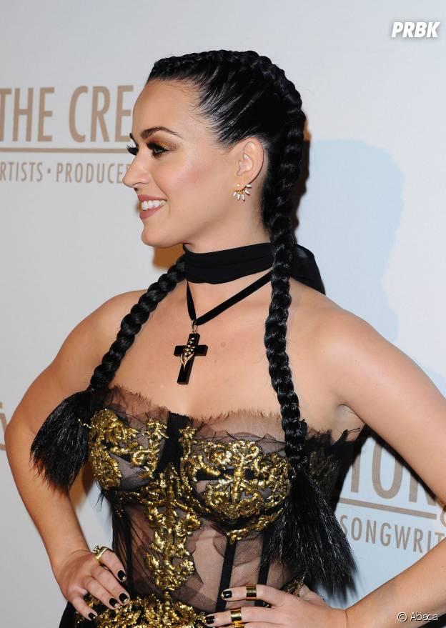 Katy Perry addict à la coiffure nattes collées, février 2016