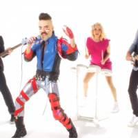 Natoo, Monsieur Poulpe et Bertrand Chameroy jouent les rockeurs dans un clip déjanté