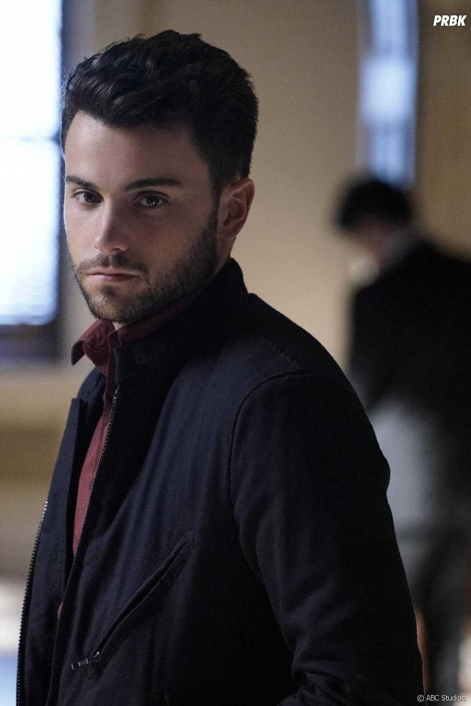 How To Get Away With Murder saison 2, épisode 11 : Connor (Jack Falahee) sur une photo