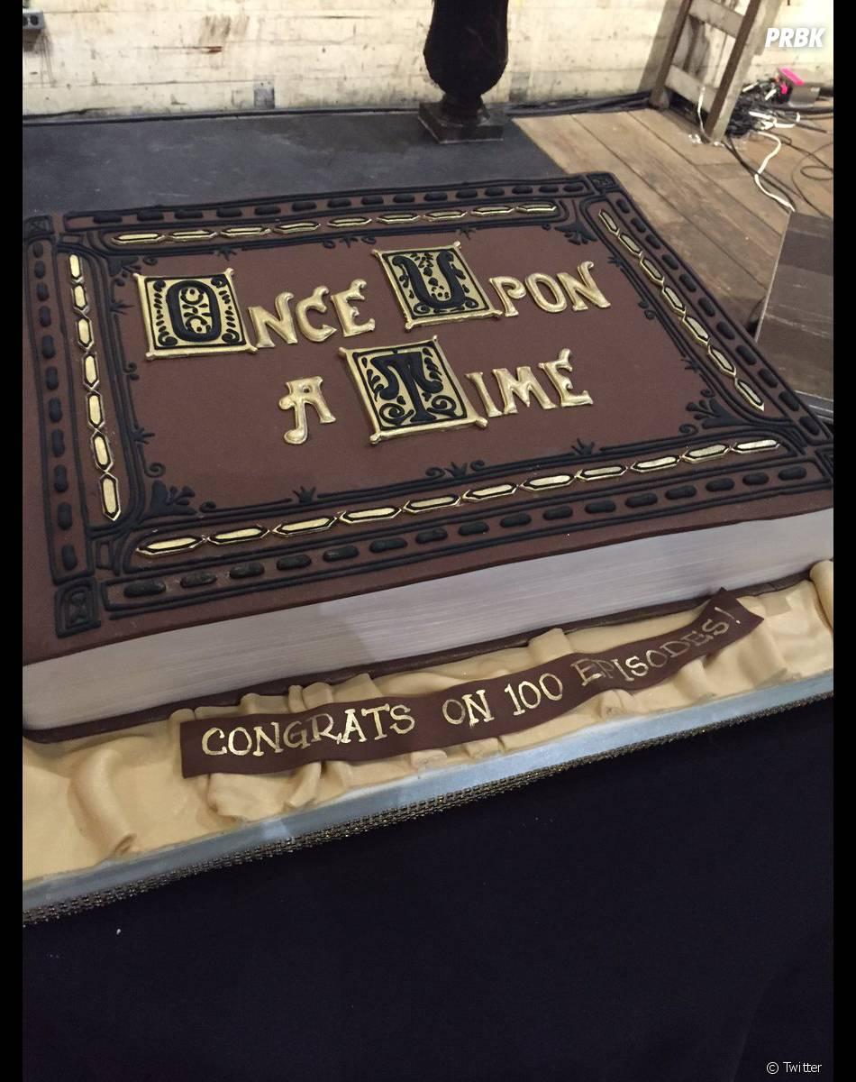 Once Upon a Time saison 5 : le gâteau de la soirée pour le 100ème épisode le 21 février 2016