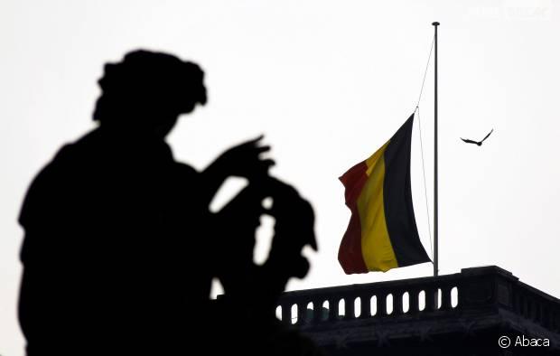 Bruxelles : des explosions recensées dans la ville, Twitter se mobilise