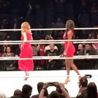 Enora Malagré huée par les fans de catch au WWE Live de Paris