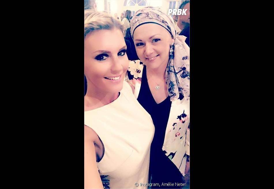 Amélie Neten pose avec sa soeur Jen atteinte d'un cancer