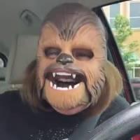 Star Wars : un masque de Chewbacca provoque un fou rire chez cette femme