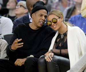 """Beyoncé et Jay-Z tout sourire lors d'un match de basket... avant la sortie de """"Lemonade""""."""