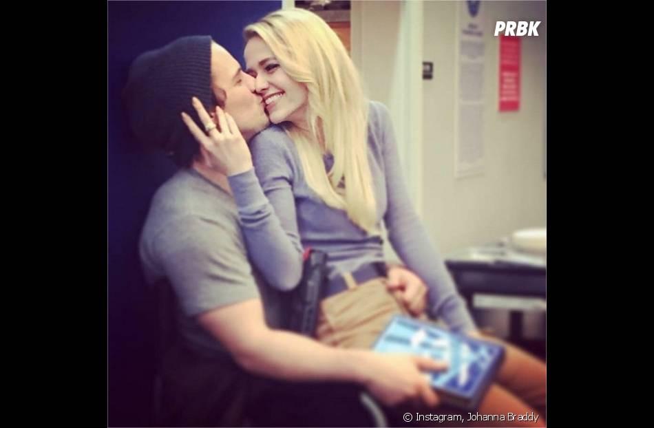 UnReal : Johanna Braddy et Freddie Stroma sont fiancés