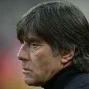 Euro 2016 : Joachim Löw pris la main dans le pantalon, le geste qui choque et fait rire Twitter