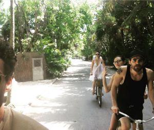Paul Wesley et Phoebe Tonkin en pleine balade à vélo au Mexique