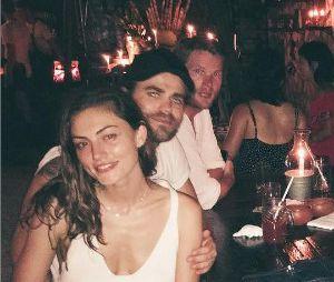 Paul Wesley et Phoebe Tonkin posent avec leurs amis Austin Nichols et Chloe Bennet au Mexique en juillet 2016