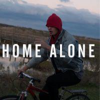 """Ansel Elgort (Divergente) devient chanteur : écoutez son premier single """"Home Alone"""" !"""