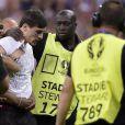 Le youtubeur IbraTV s'est incrusté sur la pelouse du Stade de France en plein match France - Portugal !