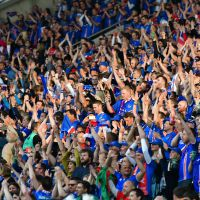 Euro 2016 : ils reprennent le clapping des Islandais... à leur mariage 👏