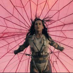 """Clip de """"Rise"""" : Katy Perry affronte ses peurs en parachute"""