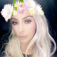 Kim Kardashian a changé de coupe et de couleur de cheveux : elle est à nouveau blonde platine.