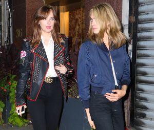 Cara Delevingne et Dakota Johnson de sortie ensemble : la star de Suicide Squad et l'héroïne de 50 Shades of Grey sont-elles en couple ?