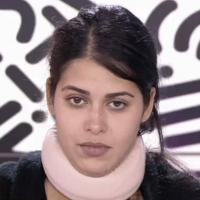 Ayem Nour sans maquillage dans le Mad Mag : l'animatrice au naturel