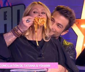 Tatiana Laurens se fait jeter un plat de spaghettis bolognaises sur la tête en direct dans le Mad Mag !
