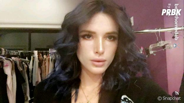 Bella Thorne redevient brune et filme sa transformation sur Snapchat