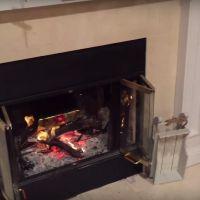Un père met les cadeaux de Noël de sa fille au feu... pleurs garantis ! 🔥