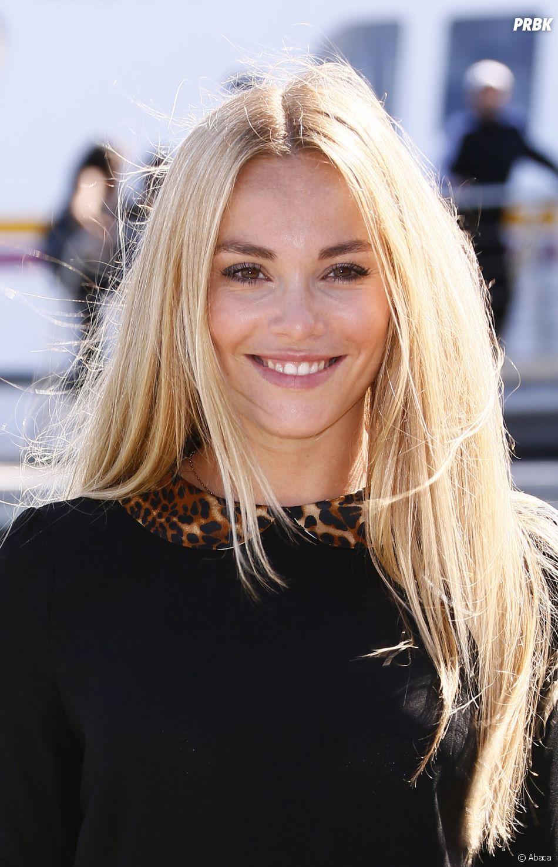 Joy Esther (Nos Chers Voisins) a quitté le blond pour le roux.