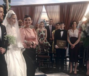 Once Upon a Time saison 6, épisode 20 : Emma et ses parents lors du mariage