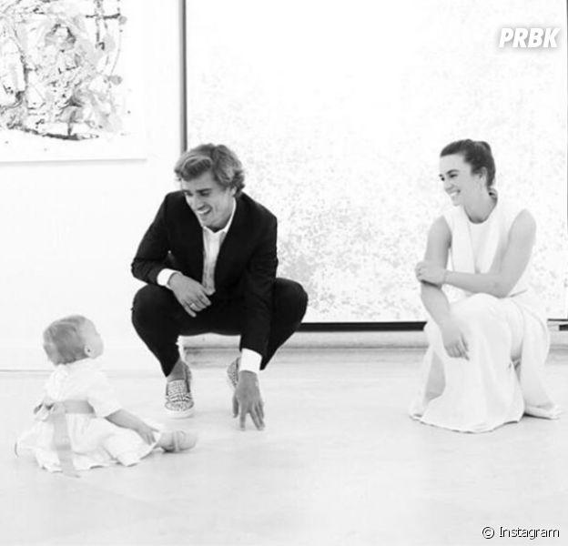 Antoine Griezmann : la photo trop chou de sa fille Mia pour son baptême