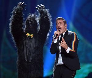 Eurovision 2017 : l'Italien Francesco Gabbani accompagné d'un homme déguisé en gorille !