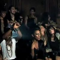 Alexandra Burke et Pitbull chantent et dansent All Night Long