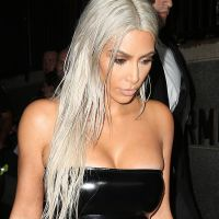 Kim Kardashian bientôt maman de jumeaux ? Elle sème le doute... puis réagit