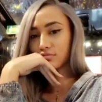 Astrid Nelsia (Les Vacances des Anges 2) change (presque) de look et ose les cheveux gris 💇