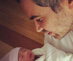 Jessica Alba maman : son mari Cash Warren pose avec leur fils Hayes né le 31 décembre 2017