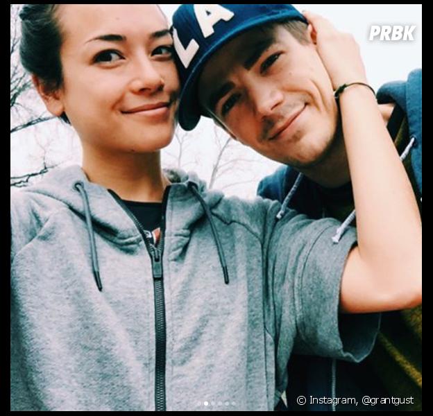 Grant Gustin (The Flash) marié en secret à sa petite amie Andrea Thoma ? Il répond aux rumeurs
