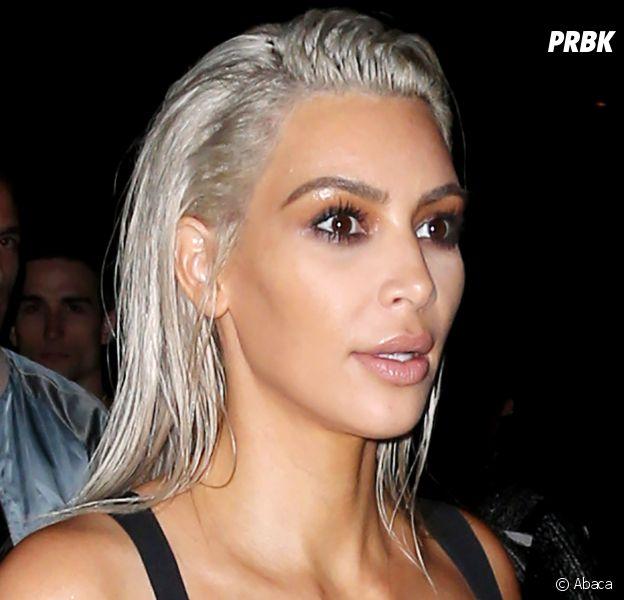 Kim Kardashian poste de nouveau des photos de ses bijoux (et ses seins) sur Insta et Snap
