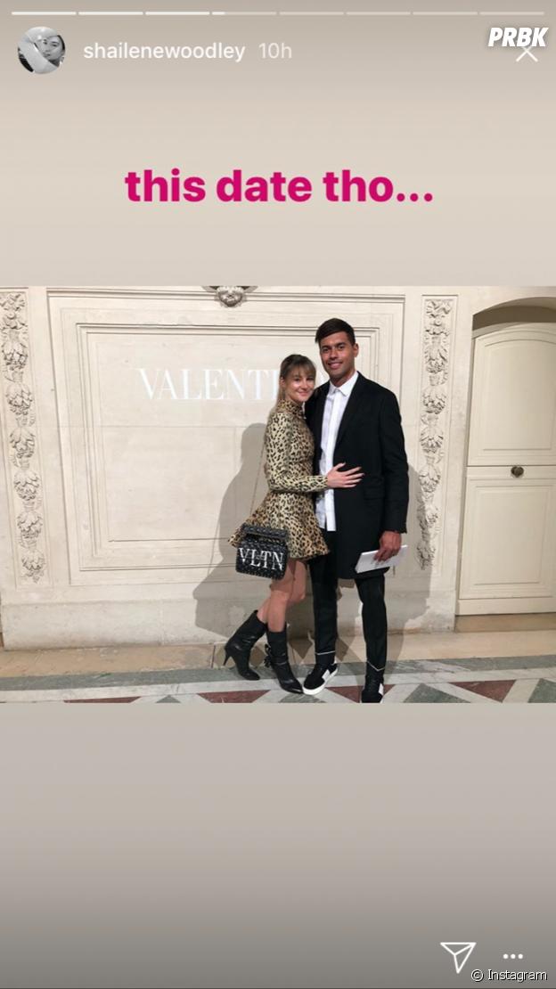 Shailene Woodley (Divergente) avec Ben Volavola au défilé Valentino à la Fashion Week 2018 de Paris