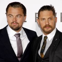 Tom Hardy se tatoue le prénom de Leonardo DiCaprio après un pari perdu 😅