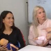 Jessica Thivenin (Les Marseillais Australia) découvre l'allaitement, c'est aussi drôle que flippant