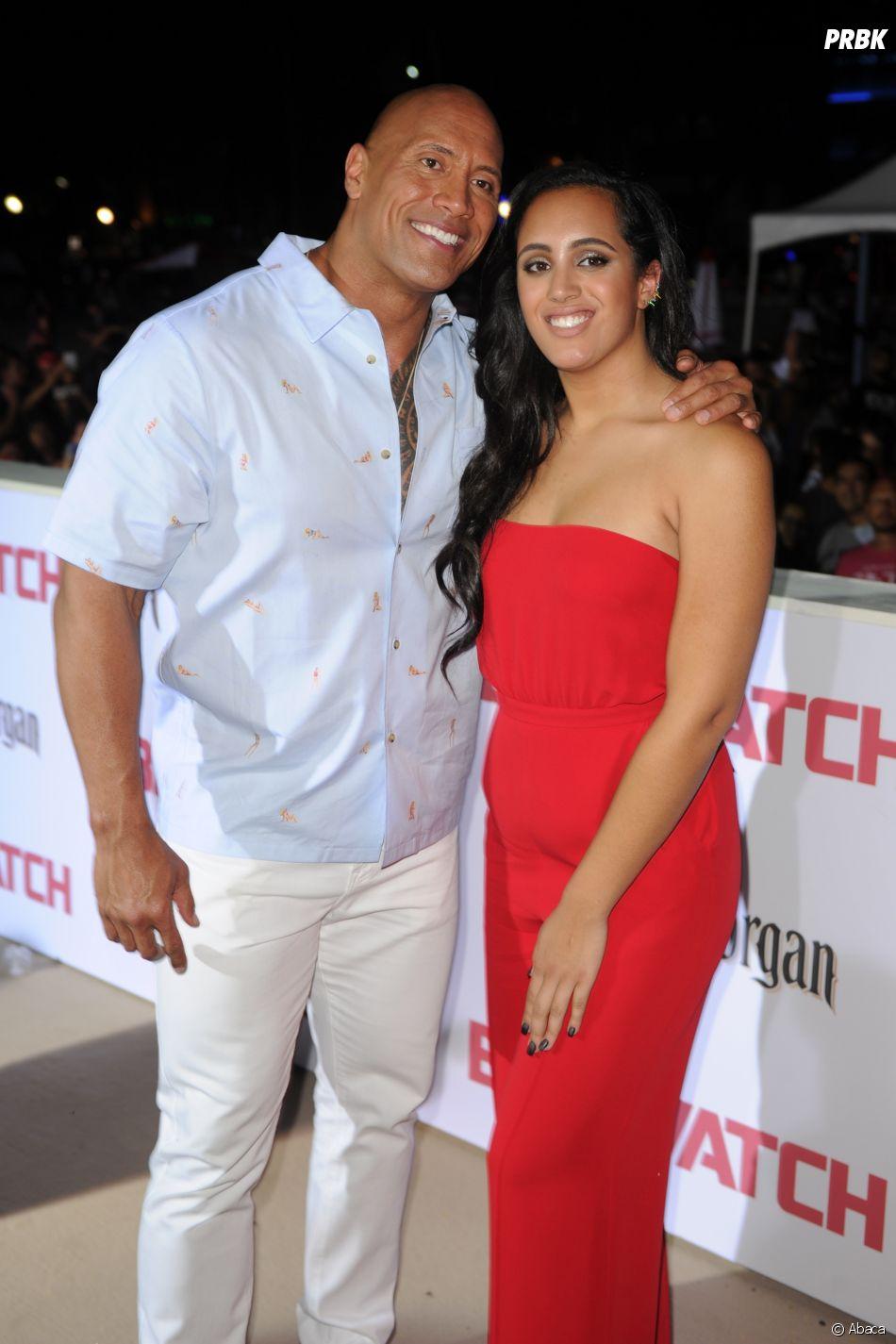 Dwayne Johnson pose avec sa première fille Simone